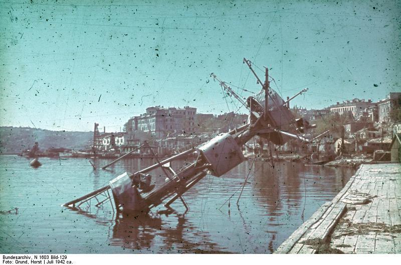 Bundesarchiv_N_1603_Bild-129,_Russland,_Sewastopol,_zerstörter_Hafen.jpg